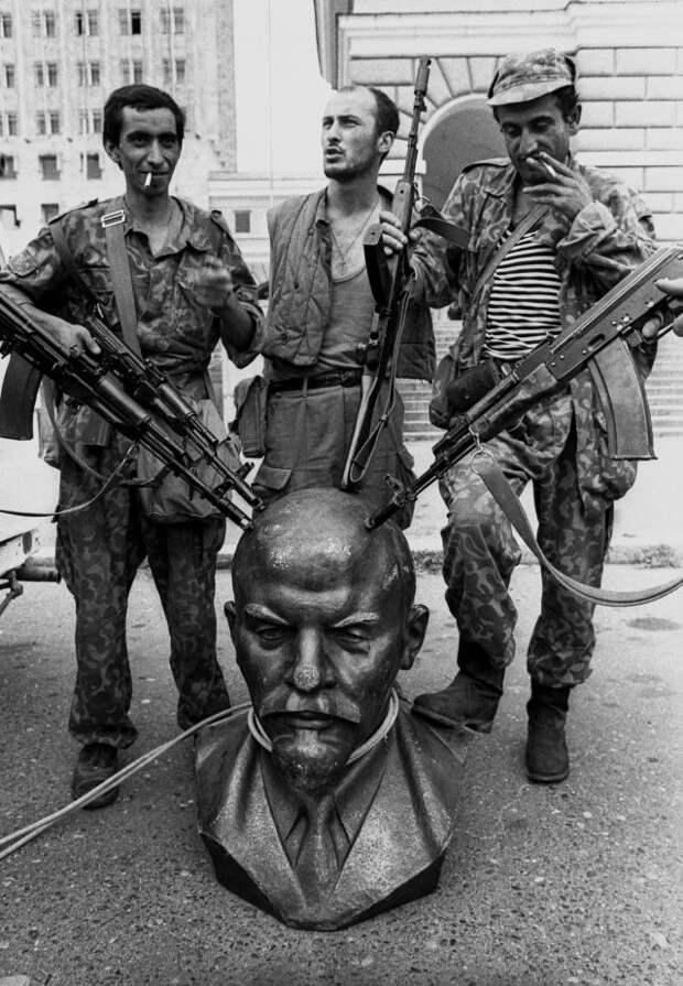 Репортаж с петлей на шее. Сухуми, 1992 год.