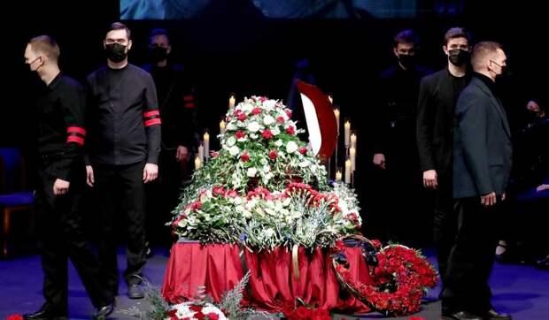 «Это убийство!»: Рудинштейн у гроба Джигарханяна назвал виновника смерти