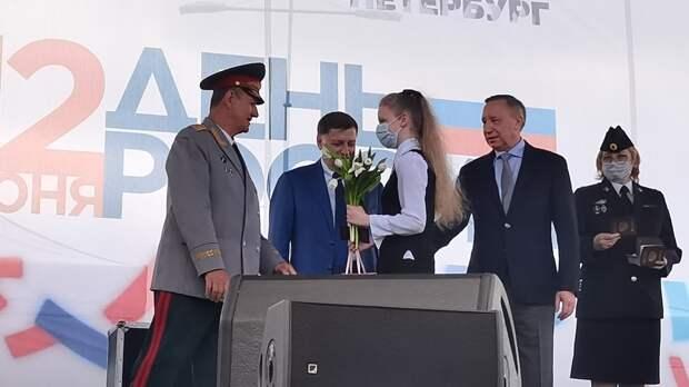 Беглов поздравил юных петербуржцев с получением первых паспортов в День России