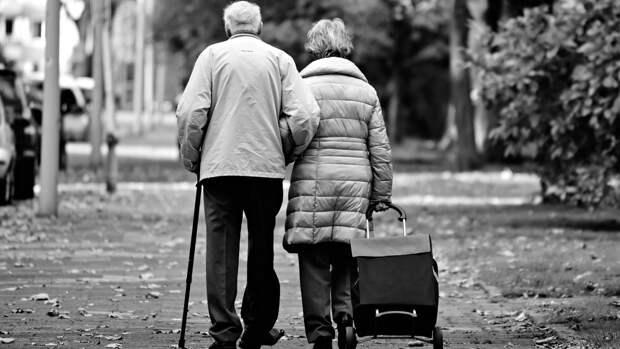 Пожилых людей предупредили о постепенно возрастающем риске развития рака