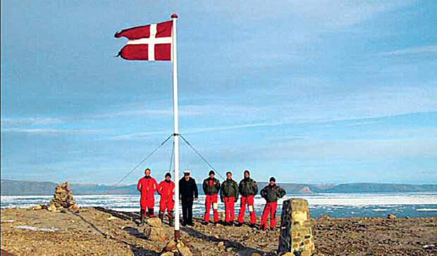 Остров Ганса Дания и Канада Начиная с 1980-х годов, датчане и канадцы вели пассивно-агрессивную борьбу за остров Ганса. Эскалация конфликта произошла в 2000-ом, когда датский флот высадил на остров группу спецназа, оперативно установившую здесь флаг Дании. Противники ждали с ответом целых пять лет: флаг Канады появился на верхней точке острова в 2005 году, причем операция проводилась под прикрытием военных катеров. На данный момент обе стороны предпринимают все меры по урегулированию вопроса исключительно дипломатическими методами.