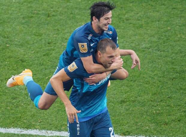 Азмун обошел Дзюбу в борьбе за звание лучшего игрока сезона, Артем тоже голосовал за иранца. Семак – лучший тренер с небольшим перевесом над Слуцким