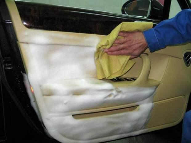 Убираем грязь и пятна с автомобиля своими руками