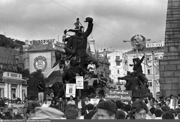 Август 91-го. Против ГКЧП в те дни митинговали во всех крупных городах. история, факты, фото