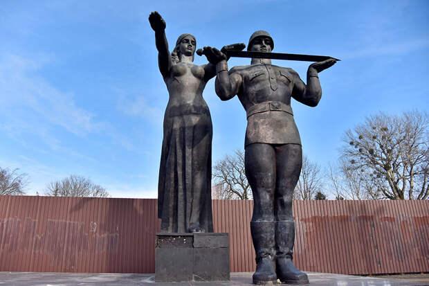 МИД РФ выразил возмущение демонтажем Монумента Славы во Львове