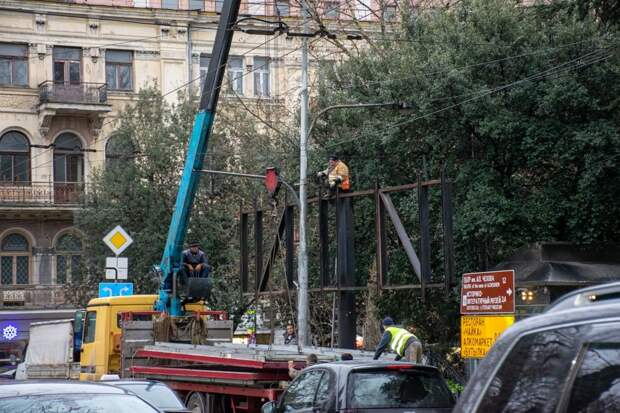В Ялте к весне снесут около 100 незаконных рекламных конструкций