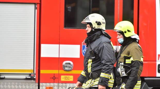 В многоэтажке на Новомарьинской из пожара спасли женщину