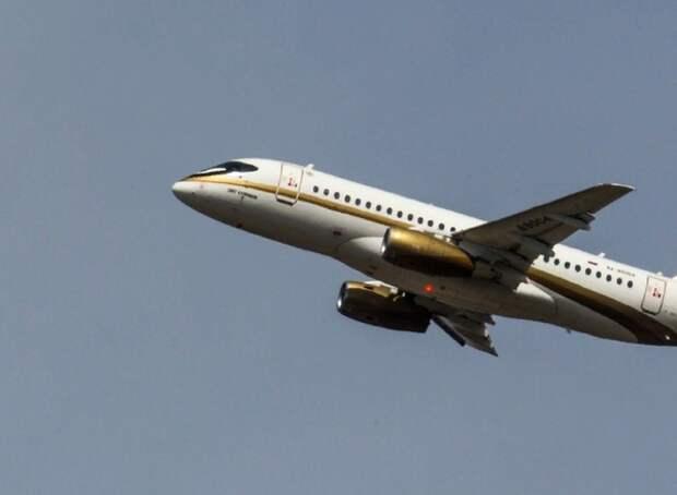 Самолёт SSJ-100 экстренно приземлился на недостроенную полосу в Домодедово