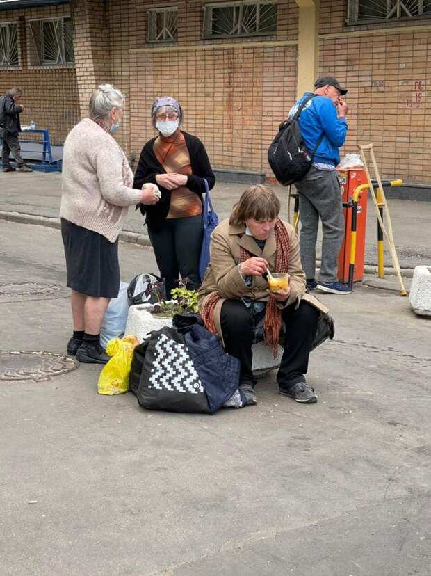 Группа помощи бездомным и малообеспеченным по-прежнему работает у Павелецкого вокзала