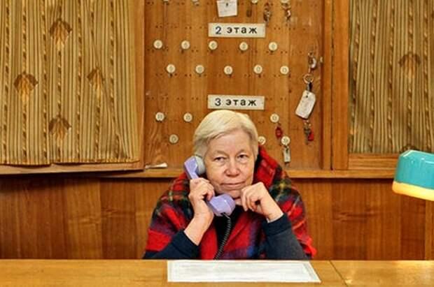 В России на одну школу 100 силовиков, а защищать её должна тётя Маша