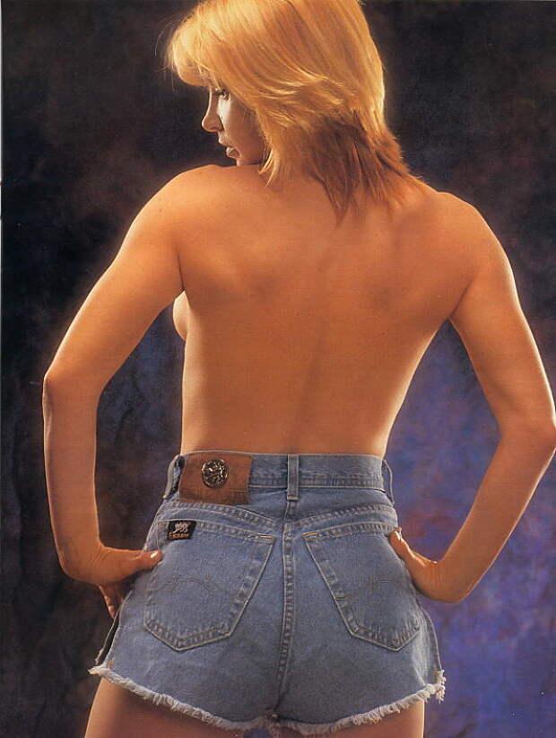 Легендарная героиня боевиков 90-х Синтия Ротрок во всей своей красе.