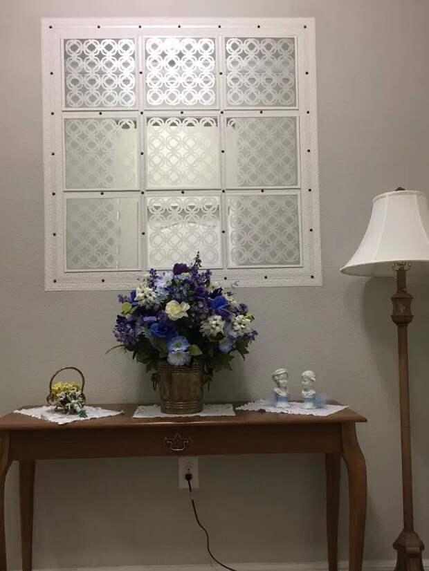 Свежая и такая красивая идея визуально увеличить площадь маленького коридора