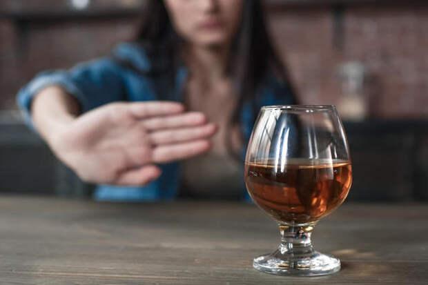 Чем крепче алкоголь, тем более негативное воздействие он оказывает на кишечник