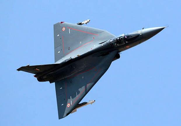 Самолет LCA «Теджас» получил свидетельство начальной готовности к боевому применению