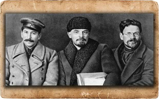 Иосиф Виссарионович Сталин, Владимир Ильич Ленин и Михаил Иванович Калинин (слева направо) на VIII съезде РКП (б). Коллаж © L!FE Фото: © РИА Новости