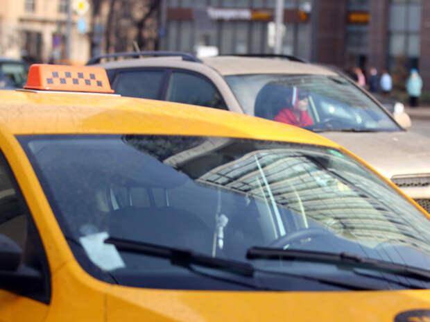 Против таксиста, ударившего дверью девочку на самокате, возбудили уголовное дело