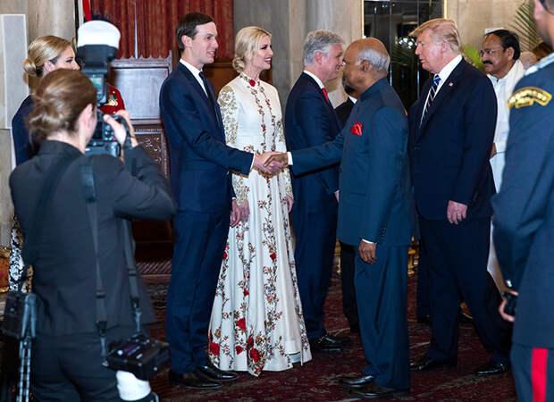 Белый лебедь: как Иванка Трамп затмила мачеху Меланию Трамп в их индийском туре