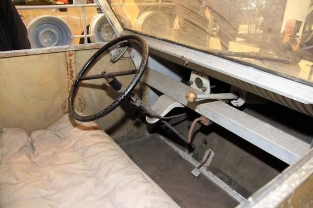 Примерно так выглядело рабочее место водителя Citroen TPV. Скромненько, ничего не скажешь… Citroen 2CV, citroen, авто, автомобили, олдтаймер, ретро авто, францкзкий авто