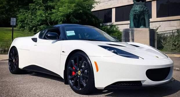 В США продали старейшую новую машину. Она ждала хозяина семь лет