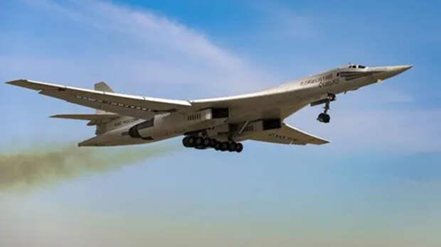 Российский ракетоносец Ту-160 заставил «глотать пыль» пытавшихся зажать его истребителей НАТО