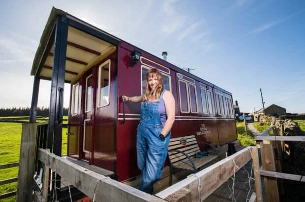 Что нам стоит дом построить: британка сделала замечательную копию вагона изподручных материалов