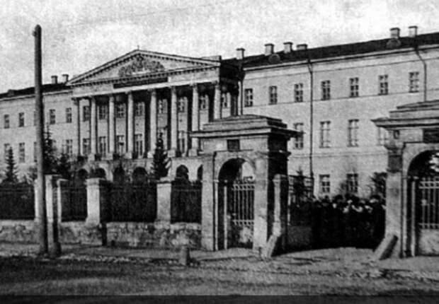 История района: что общего у института благородных девиц с Площадью Борьбы
