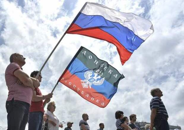 «Нас бомбят, потому чтомырусские!» Песня дончан коДнюРоссии взорвала Сеть (ВИДЕО)