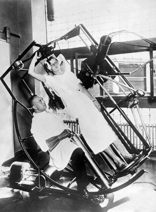 10. Рентгеновский аппарат (1929 г.) медицина прошлого, медицинская процедура, медицинские истории