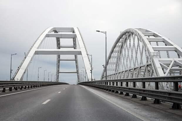 Украинский журналист призвал депортировать крымчан через Керченский мост