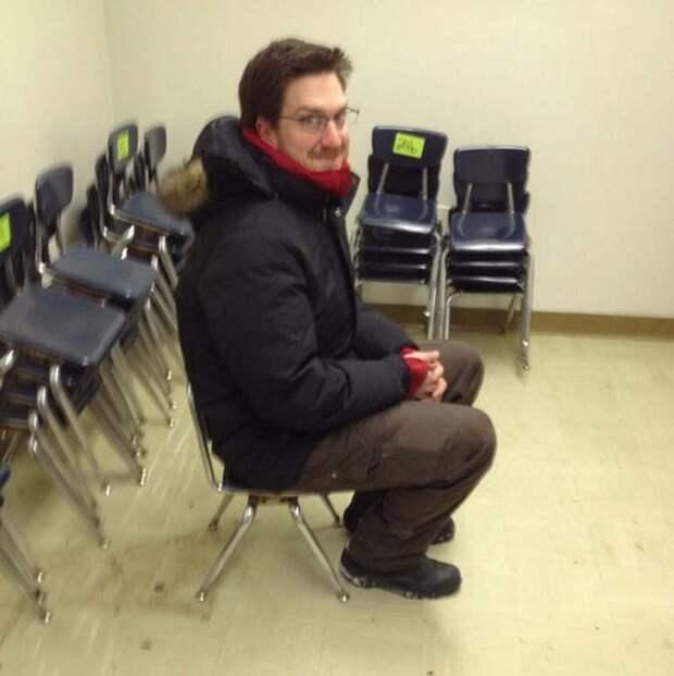 Заказал в Интернете 50 стульев, но в итоге они оказались для деток из младшей школы заказ, интернет, ожидание и реальность, прикол