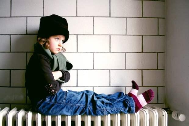 «Ребёнка трясло, посинели губы»: наУкраине девочка чуть непогибла всадике без отопления