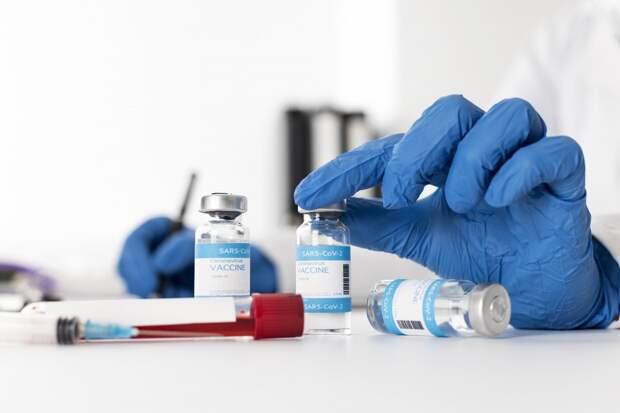 Моральная дилемма: кого вакцинировать от коронавируса в первую очередь