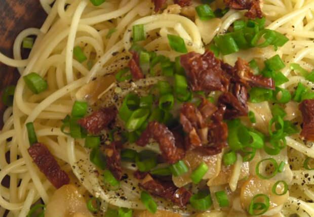 Спагетти и чеснок: идеальный ужин за 10 минут