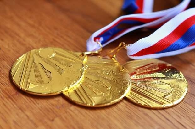 Японцы сдали почти 50 тонн гаджетов на олимпийские медали