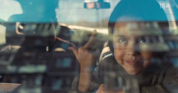 ФАС привлечет «Бруснику» к ответственности за средний палец в рекламе