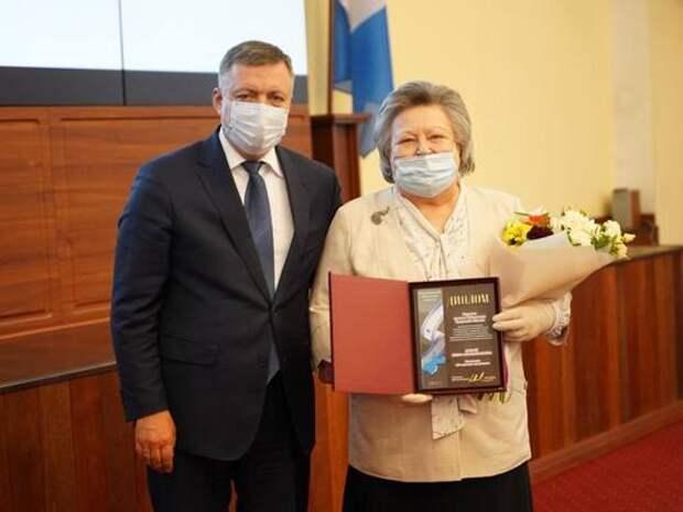 Игорь Кобзев вручил премии работникам учреждений культуры Иркутской области