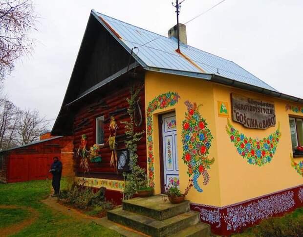 Деревня, в которой расписаны все дома