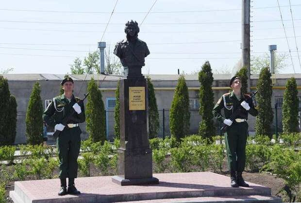 Памятник Герою Советского Союза Владимиру Жукову установлен в Ростове-на-Дону
