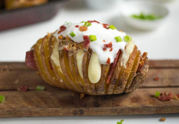 Картошка стала главным блюдом: сделали гармошку с беконом