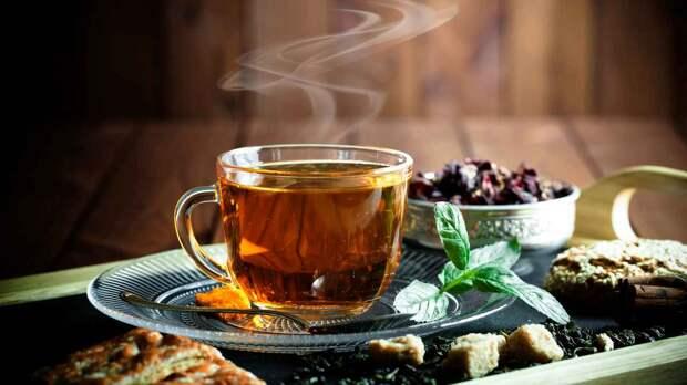 Диетолог рассказала об опасности употребления горячего чая