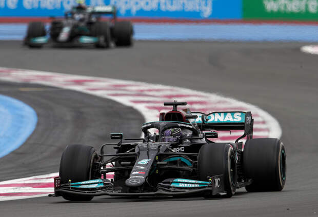 В Red Bull подтвердили жалобу в FIA на переднее крыло Mercedes