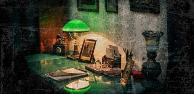 Лампа под зеленым абажуром