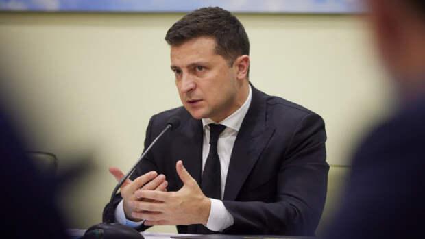 Офис Зеленского назвал причину падения рейтинга президента Украины