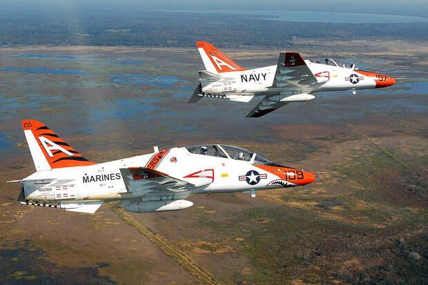 Два самолета ВМС США столкнулись в небе над Техасом