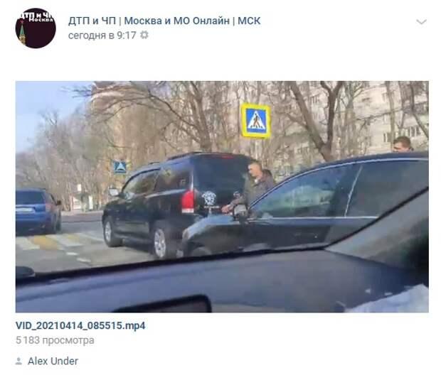 В Красностуденческом проезде столкнулись два автомобиля