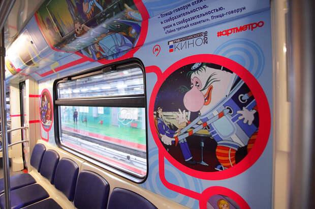 """В московском метро запустили поезд """"Союзмультфильм"""""""