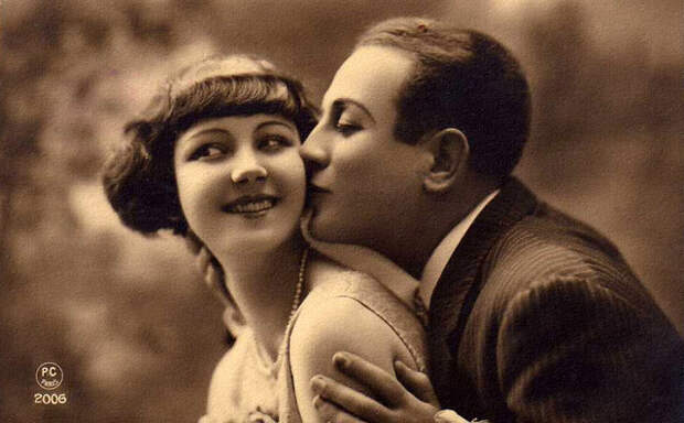 Французские открытки, в которых показано, как романтично целовались в 1920-е годы 12