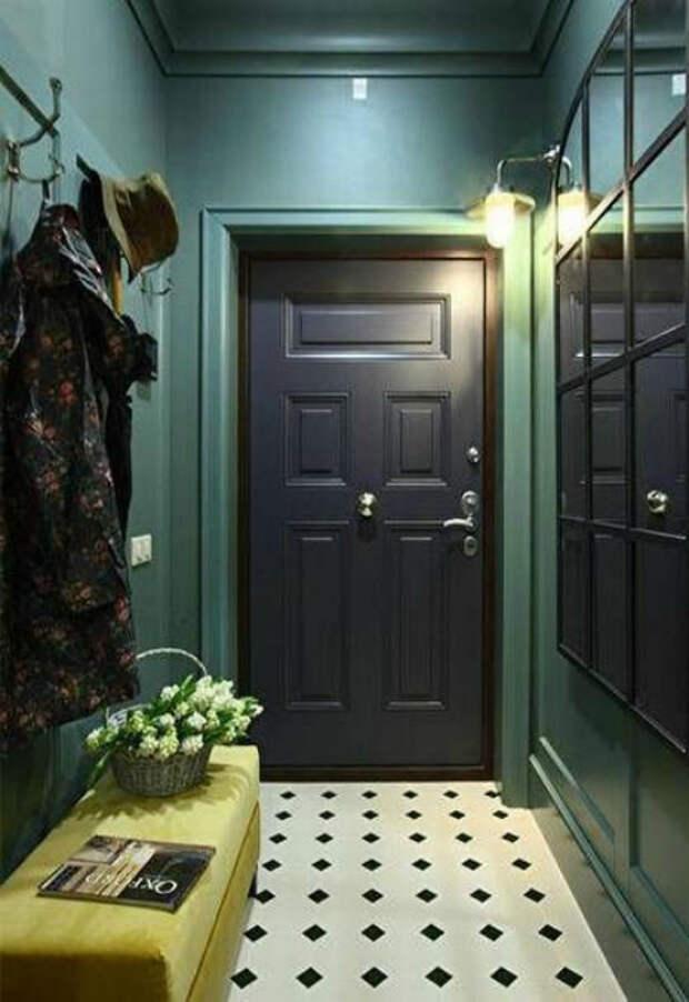 Прихожая в благородном зеленом оттенке. | Фото: Pinterest.