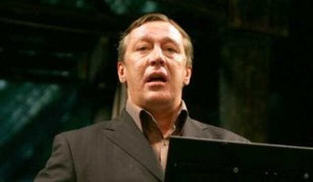 «Таких зажатых не берут!»: популярный певец опозорился перед Ефремовым