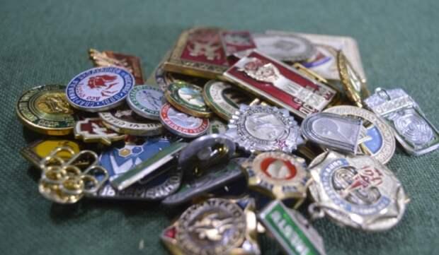 Обычные значки выпускались на многих заводах СССР / Фото: habartorg.ru